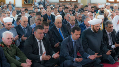 "Photo of بعد أسبوعين من تعالي الأصوات فيها .. الأسد يؤدي صلاة عيد الفطر في ""طرطوس"""