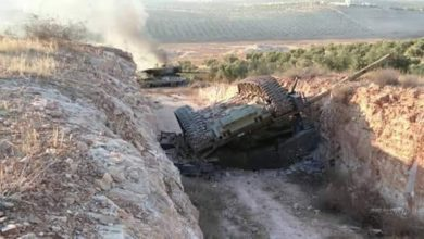 "Photo of فريق إدارة الأزمة ""المؤقت"" في حوران يدعو إلى النفير العام .. والعمليات المركزية تُدمّر 5 دبابات وعربة لقوات الأسد على جبهة مدينة طفس"