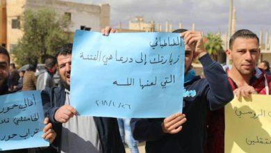 Photo of إنهاء ملف المعتقلين ورفض مشروع التشيع.. أبرز مطالب محتجّي بصرى الشام بريف درعا