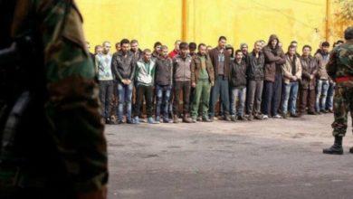 "Photo of خلاف بين مدني وعنصر من قوات الأسد أمام مخبز ""داعل"" ينتهي بتركيع جميع المدنيين الموجودين حينها"