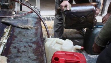 "Photo of ""المحروقات"" حُلم قضى أهالي درعا الشتاء بانتظاره بإبر تخديرية ""وعود"" من مسؤولي نظام الأسد"