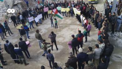 "Photo of بالصور.. مظاهرة في مخيم درعا تتهم نظام الأسد ببيع ""الجولان"""