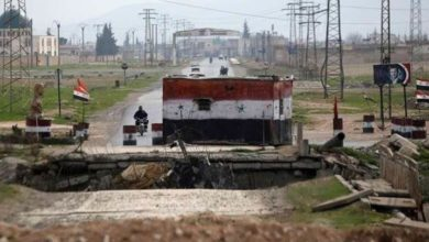 Photo of قوات الأسد تسعى لاعتقال قيادي سابق بريف درعا وتعتقل مدنيين في معبر نصيب