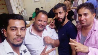 """Photo of بعد إساءته للساروت.. شبان يبرحون مصور وكالة """"سانا"""" في ريف درعا"""