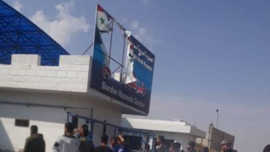 Photo of توتر في معبر نصيب الحدودي.. الأهالي يمزقون صور بشار الأسد