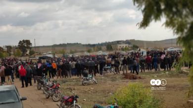 "Photo of الآلاف يشيعون ""الأبازيد"" بدرعا البلد ويهتفون ضد سياسة النظام الانتقامية"