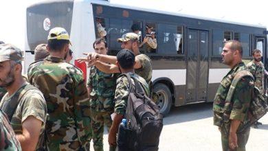 Photo of بسبب درعا.. عناصر الأسد يعتصمون أمام مبنى محافظة السويداء
