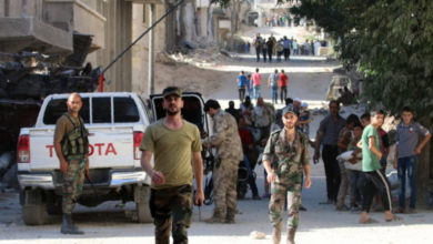 Photo of عنوةً.. قوات الأسد ومليشيات إيران تخرج المدنيين من منازلهم في درعا