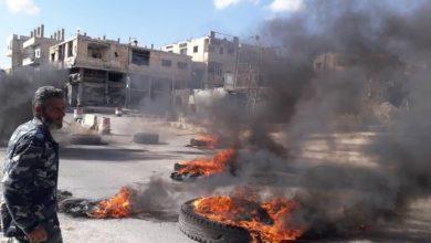 Photo of إغلاق للطرقات وأجواء متوترة في احتجاجات جديدة تشهدها مدينة درعا
