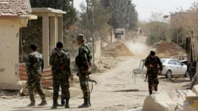 Photo of مجهولون يقتلون صف ضابط ومجند لقوات الأسد في ريف درعا الأوسط